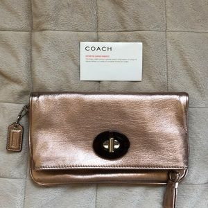 🆕 Coach Rose Gold Wristlet, J0869